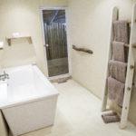 Umngazi Hotel and Spa Room Bathroom